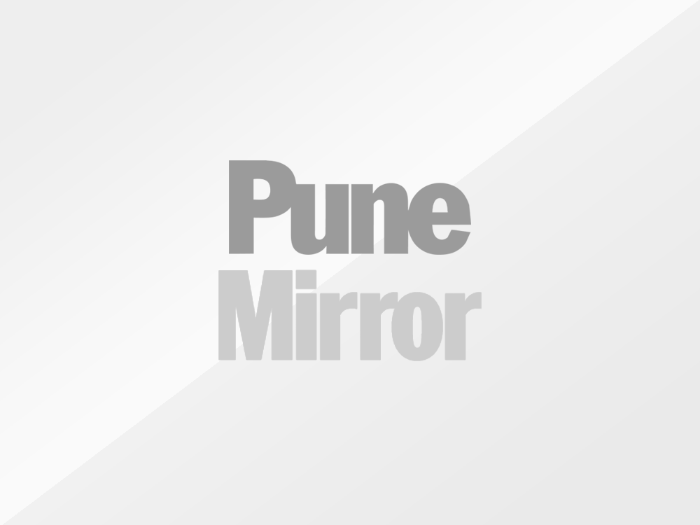 Woman volunteer performs last rites in Pune