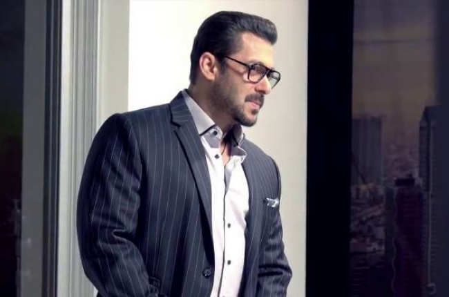 Salman khan in sexy photo sunglasses