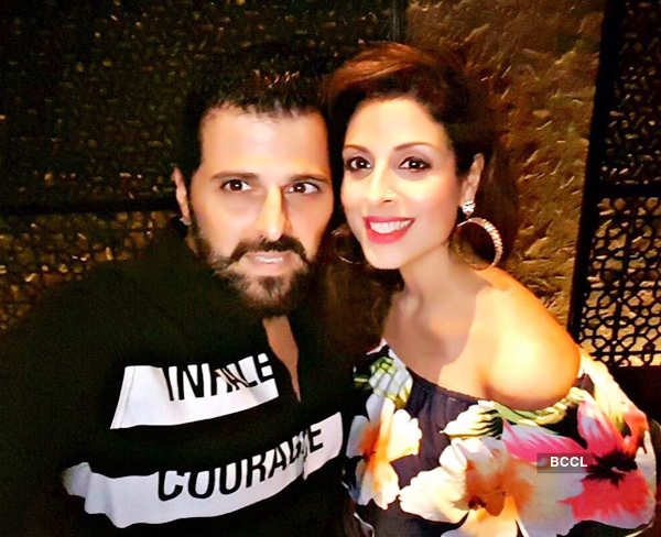 Tanaaz Irani shares a PDA moment with hubby Bhakhtyar