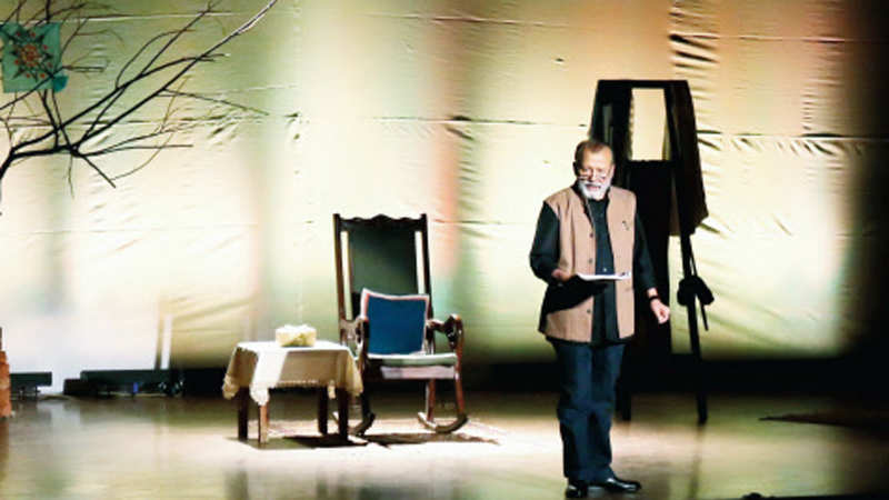 Pankaj Kapur's one-man-play recreates 80s Lucknow at Delhi Theatre Festival