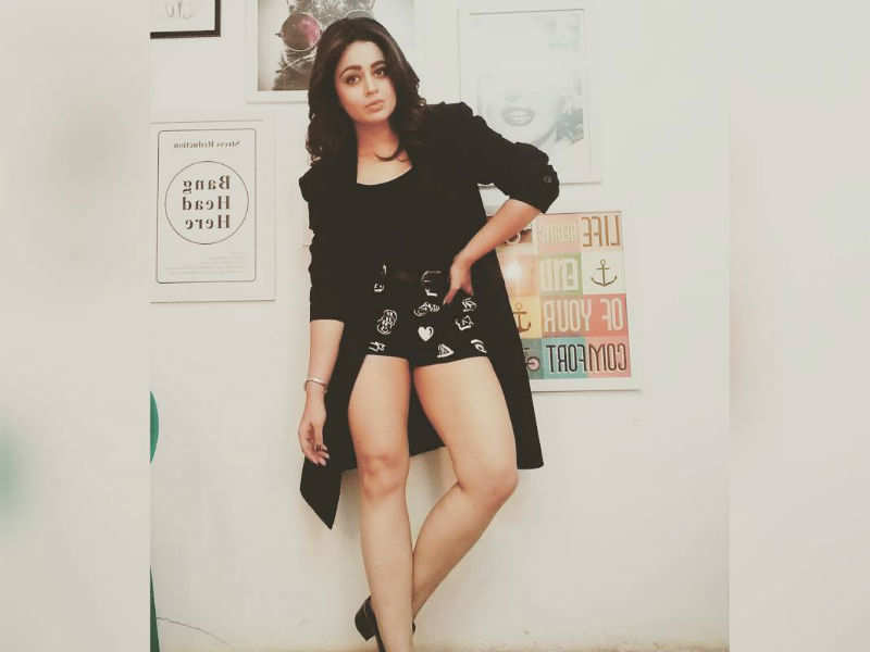 Neha Pendse Hot Black Photo