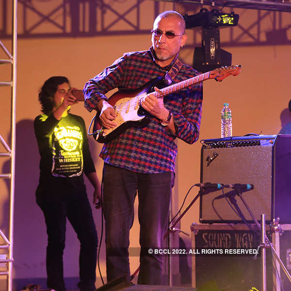 Anjan Dutt and Neel Dutt perform at Sanskriti