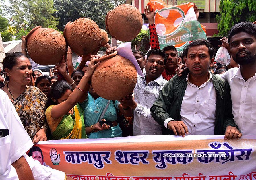 Congress corporators protest over water crisis