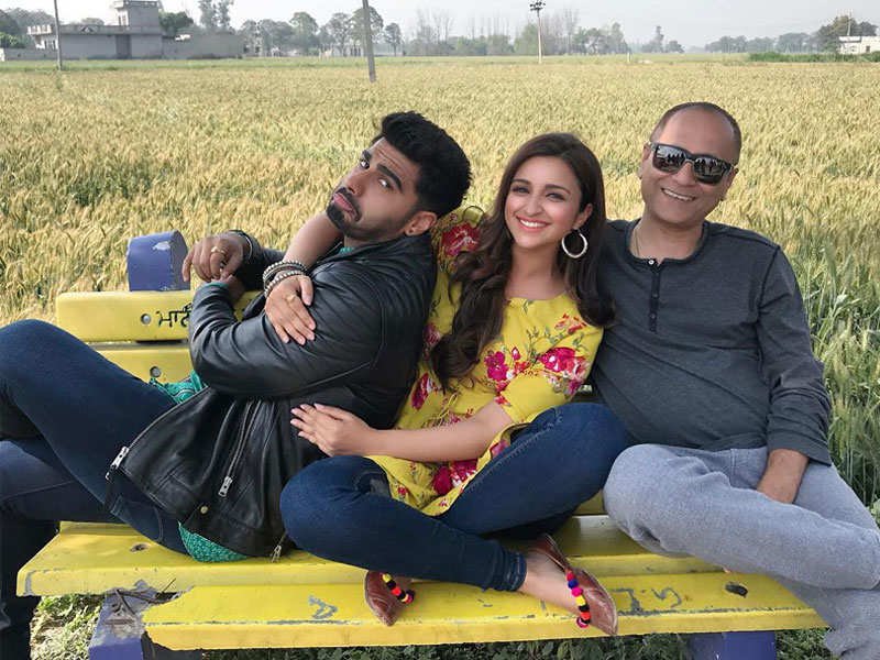 Parineeti Chopra chills with Arjun Kapoor and 'Namaste England' director Vipul Amrutlal Shah in the fields of Patiala - Top Bollywood on-screen couples we will love to watch again and again!    The Times of India