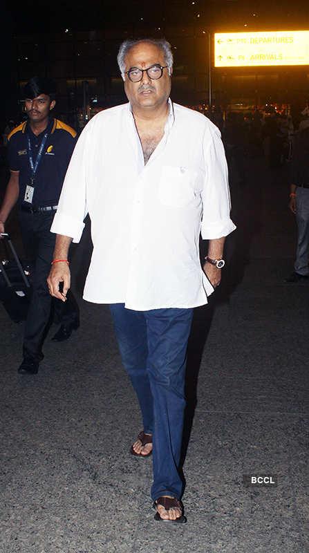 Janhvi, Khushi, Anshula & Arjun Kapoor's date night with daddy Boney Kapoor, see pictures
