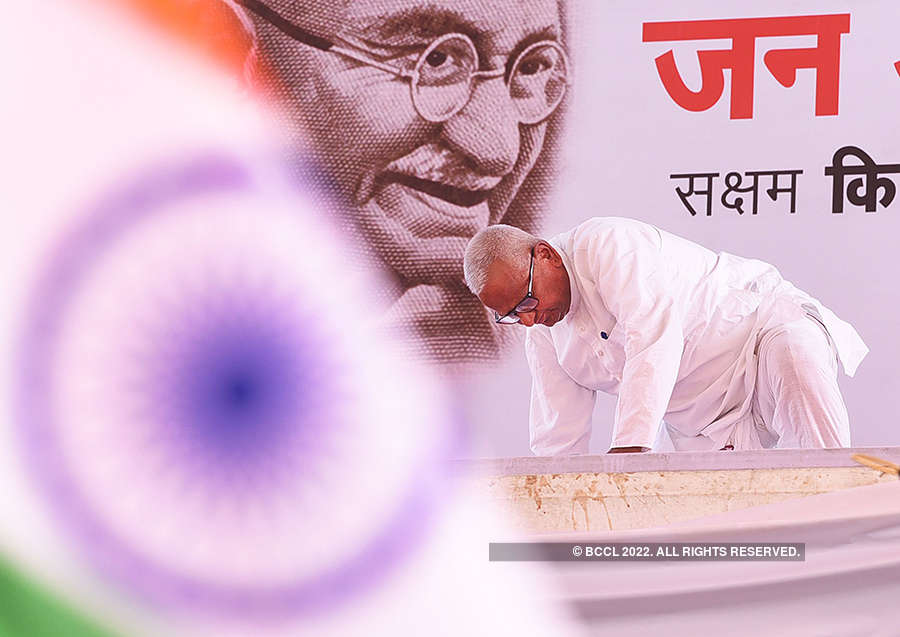 Anna Hazare, traders hold rallies at Ramlila Maidan