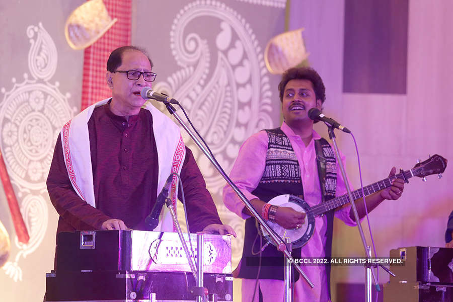 Jamaluddin Hassan Banna performs in the city
