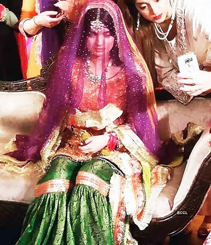 Inside pictures of Pakistani actor Feroze Khan's star-studded mehendi ceremony