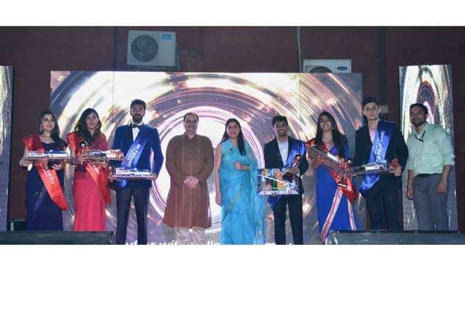 Director-Dr.-Shrirang-Altekar-and-Deputy-Director-Dr.-Anubha-Vashisht-with-special-title-winners.-Also-seen-Dr.-Chandan-Tiwari-Event-In-Charge
