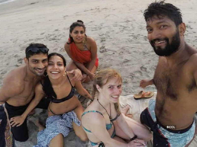 Prateik Babbar's fiancée sets the internet on fire with her bikini pictures!
