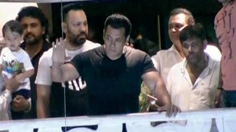 Salman Khan reaches home after getting bail in blackbuck poaching case