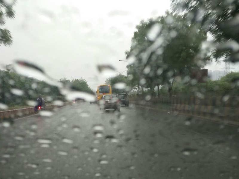 Delhi weather today: Light to moderate rain in Delhi-NCR | Delhi