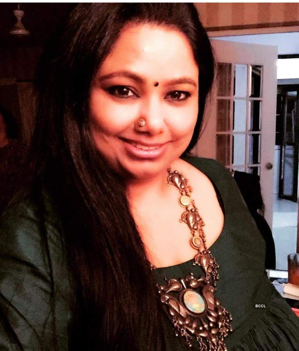 This is how Nikhat Mariyam Neerushaa sacrificed an income of 2 crores to support & revive Indian handloom heritage