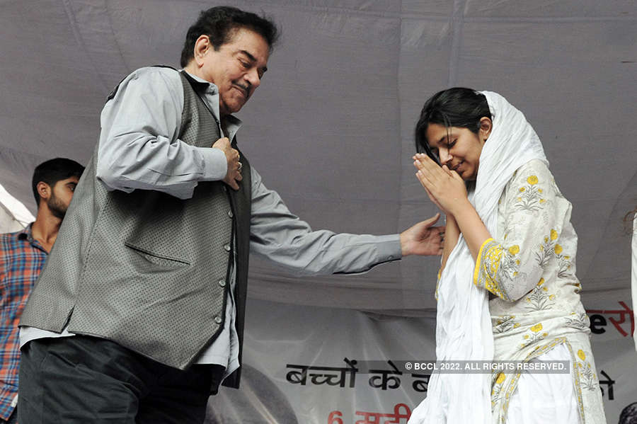 Swati Maliwal continues hunger strike against Unnao, Kathua rape cases