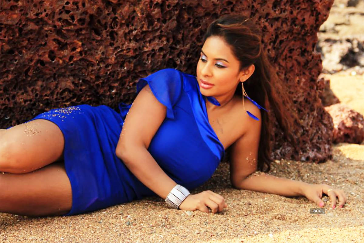 """Sri Reddy blasts Saroj Khan for defending 'casting couch', says """"I lost respect for you"""""""