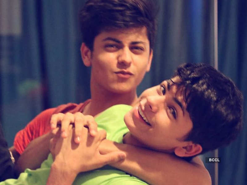 Siddharth Nigam and his elder brother Abhishek Nigam are each other's mirror image - Mouni Roy to Amrita Rao: Celebs who have lookalike siblings  | The Times of India