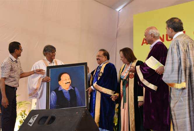 4-Union-Minister-Dr-Harsh-Vardhan-is-being-presented--his-portrait-by-JMI-Vice-Chancellor-Prof-Talat-Ahmad-at-the-university's-annual-conocation