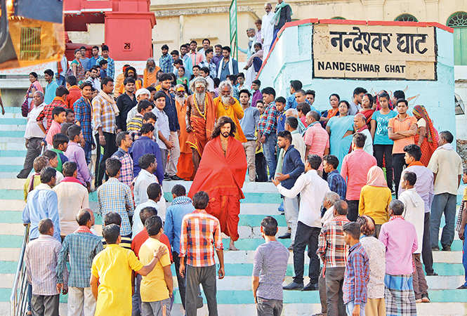 Rajniesh giving a shot at  Nandeshwar Ghat in Varanasi (BCCL/ Arvind Kumar)