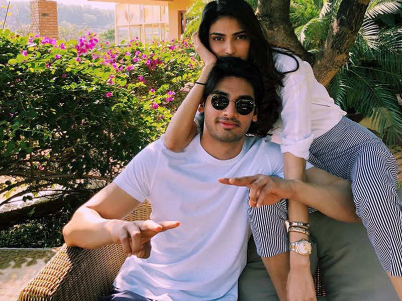 sara ali khan with brother athiya shetty with brother के लिए इमेज परिणाम