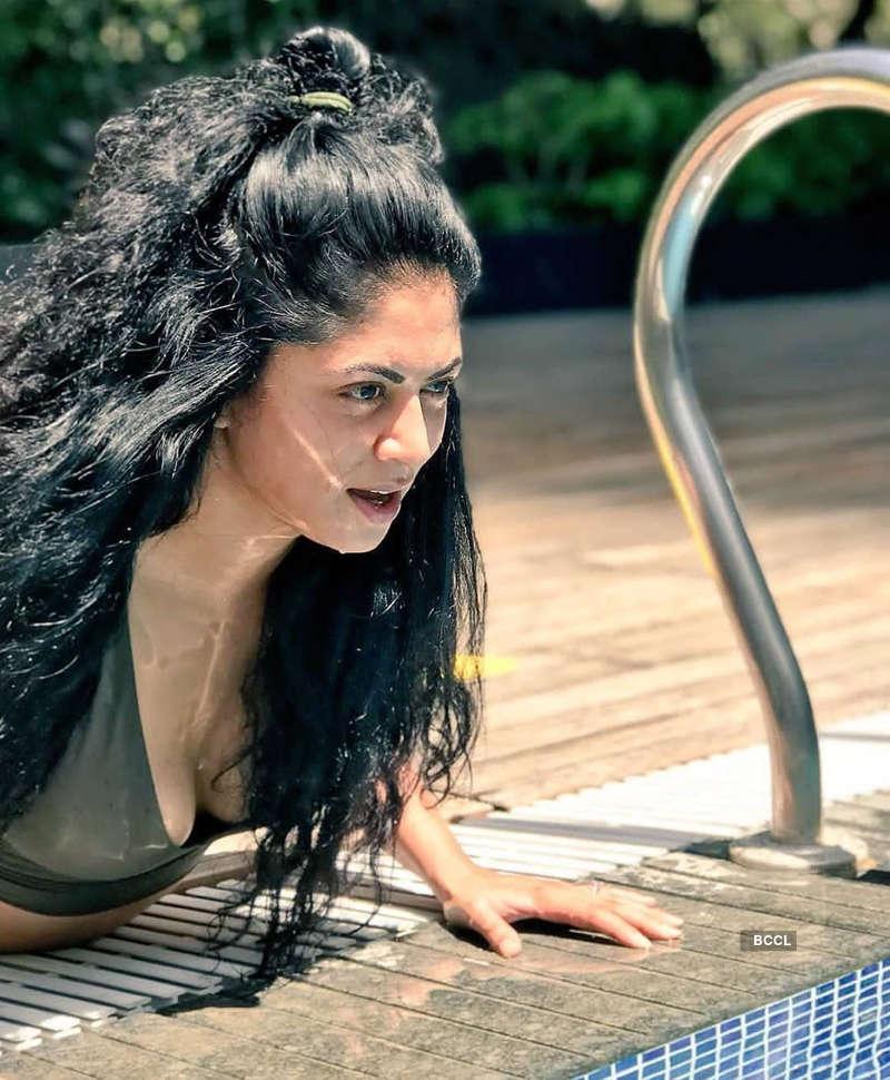 'FIR' fame Kavita Kaushik beats the heat in style