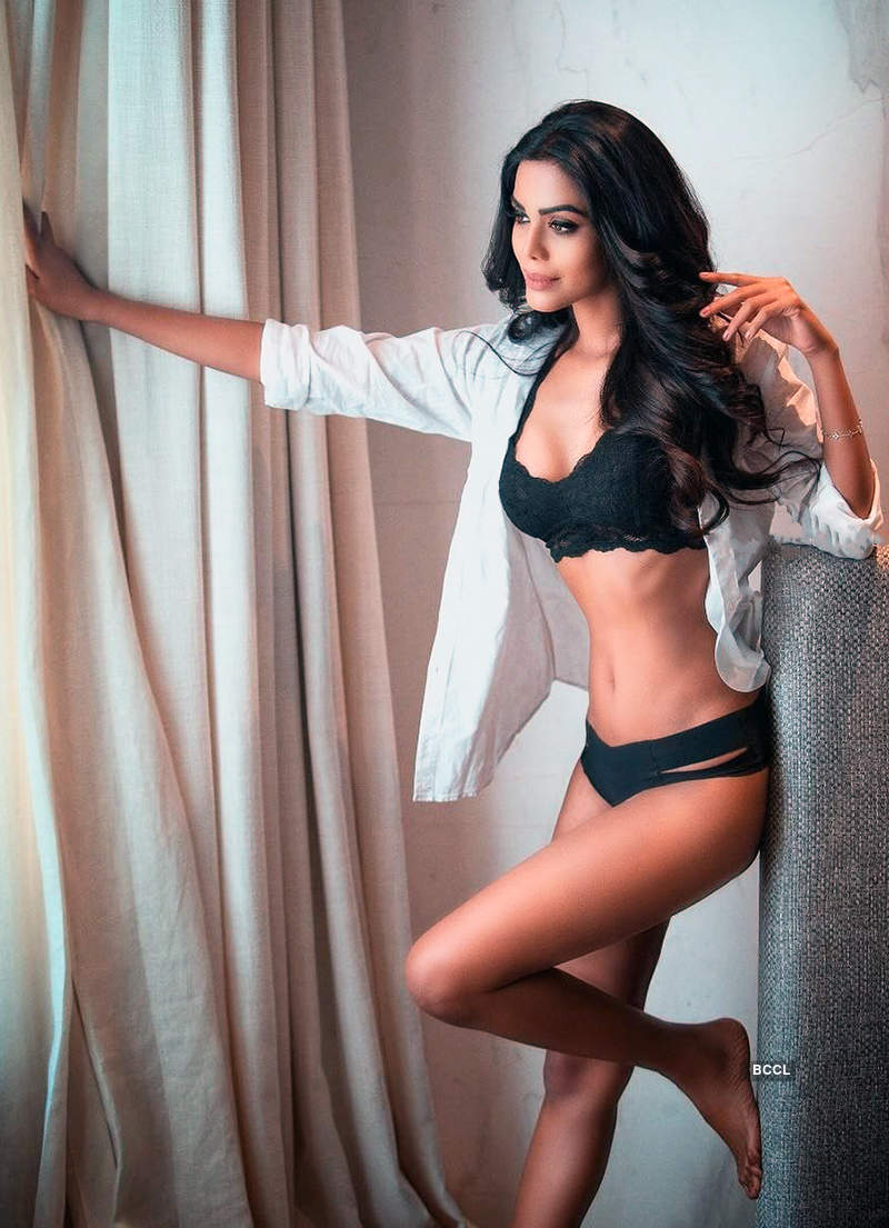 Photos of Dwayne Bravo's rumoured girlfriend steams up cyberspace as she goes topless