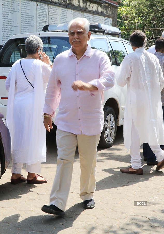 Celebs attend Nishi Khanna's funeral