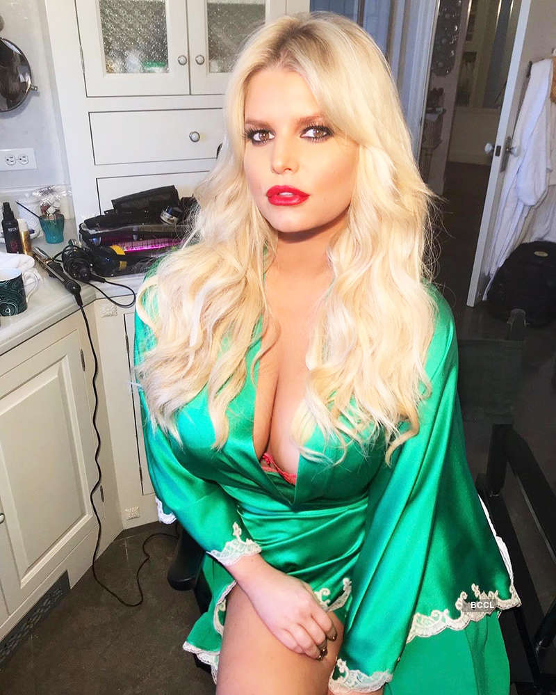 Jessica Simpson teases fans with her steamy vacation pictures