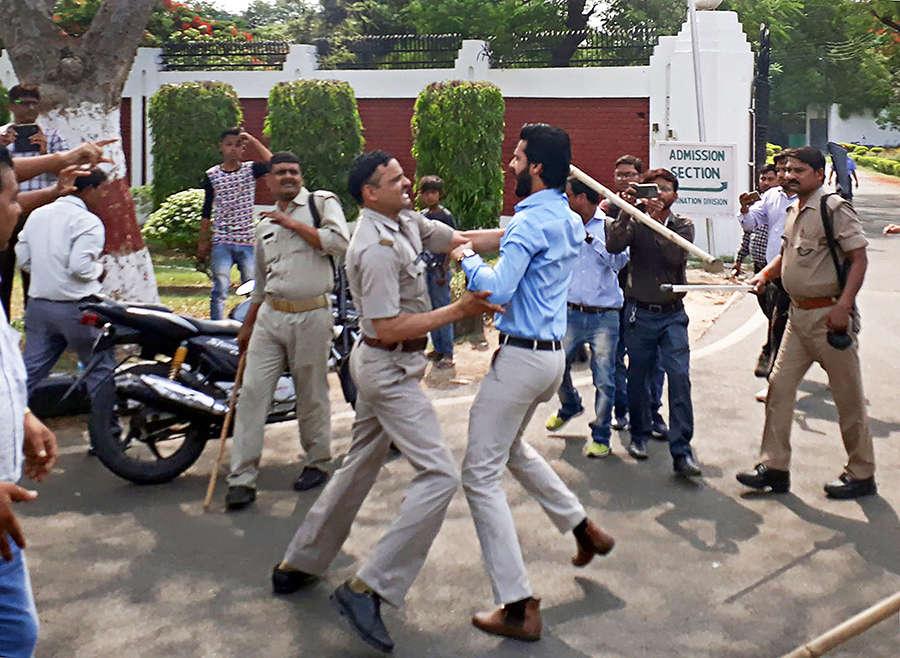 Violence erupts at AMU campus over Jinnah's portrait