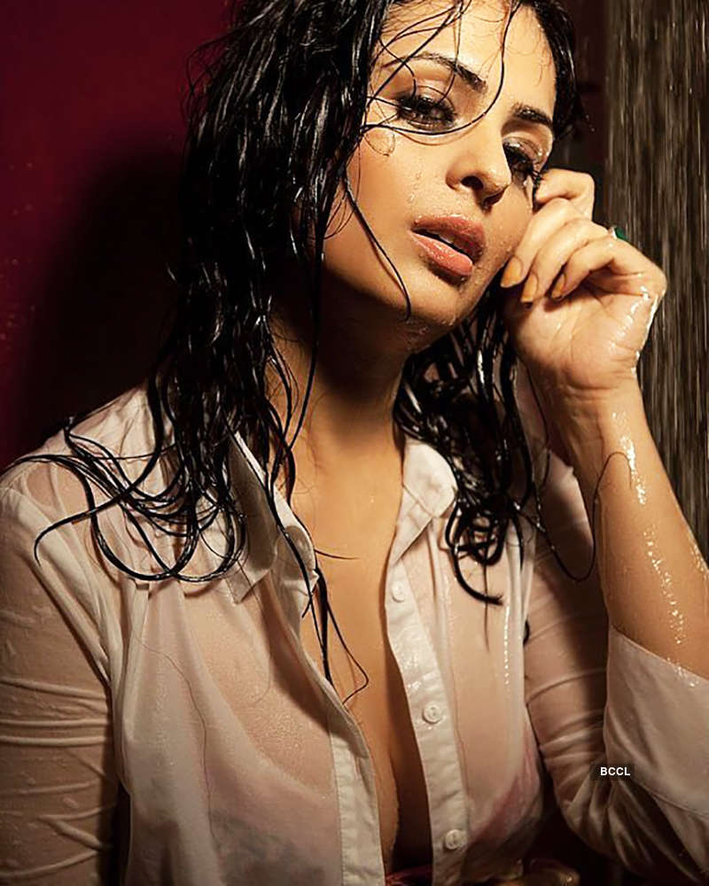 Anjana Sukhani's pictures