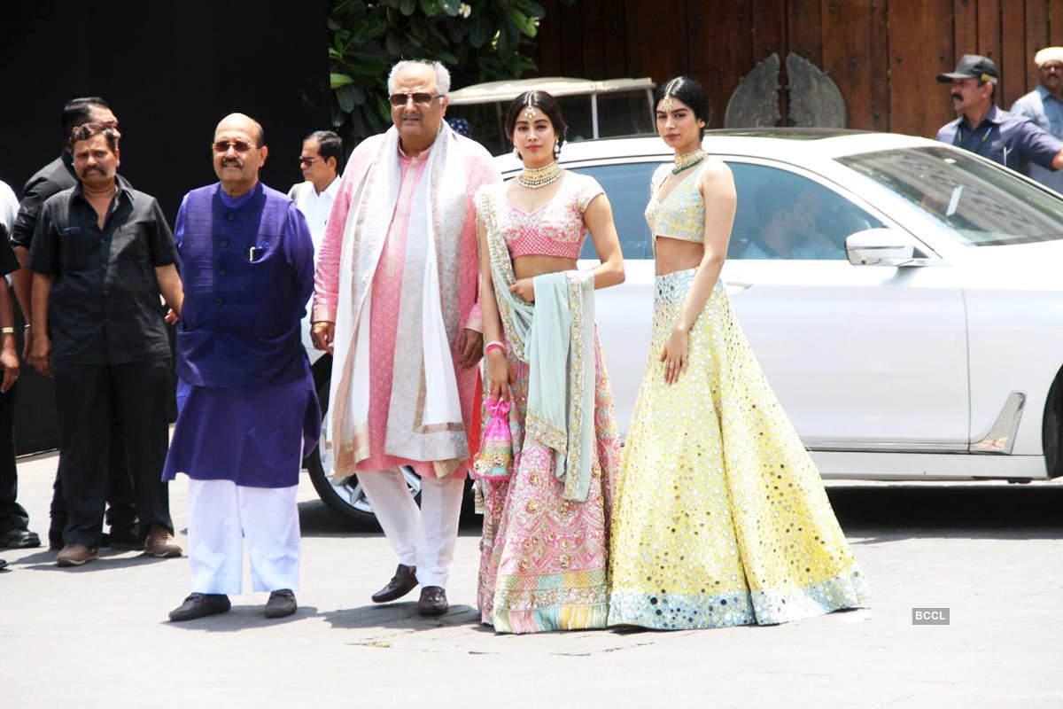 Amar Singh, Boney, Janhvi and Khushi Kapoor picture  from Sonam Kapoor Marriage