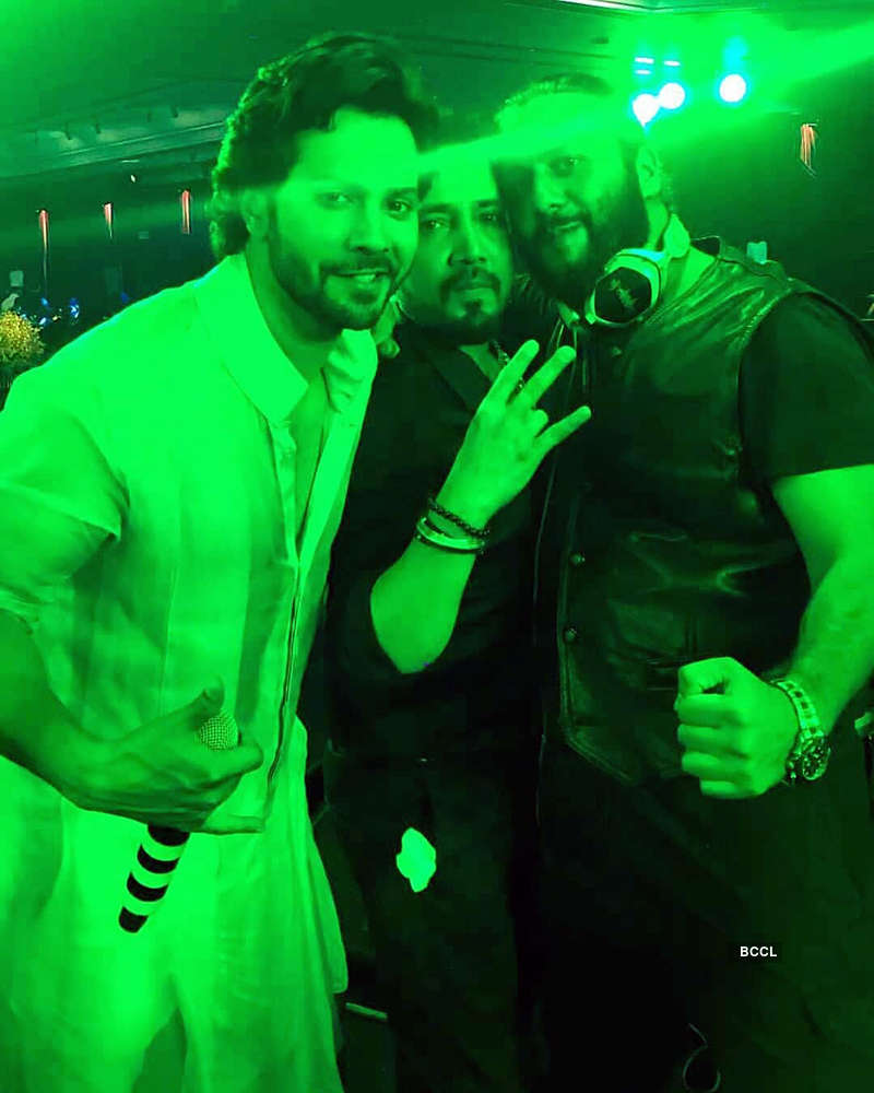 Photos of Shah Rukh & Salman's crazy dance with Anil Kapoor at Sonam's reception will make you hit the dance floor