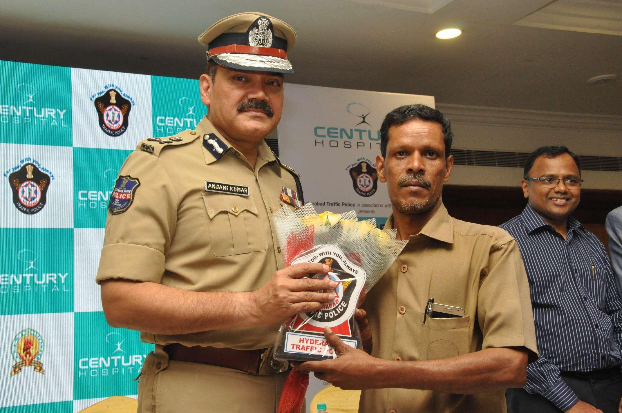 Shri. Anjani Kumar,IPS, Commissioner of Police, Hyderabad  falicitating the people who follows  traffic  rules