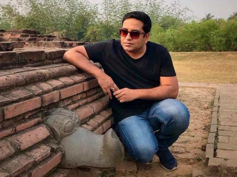 Dhrubo Banerjee – 'Guptodhoner Sondhane'