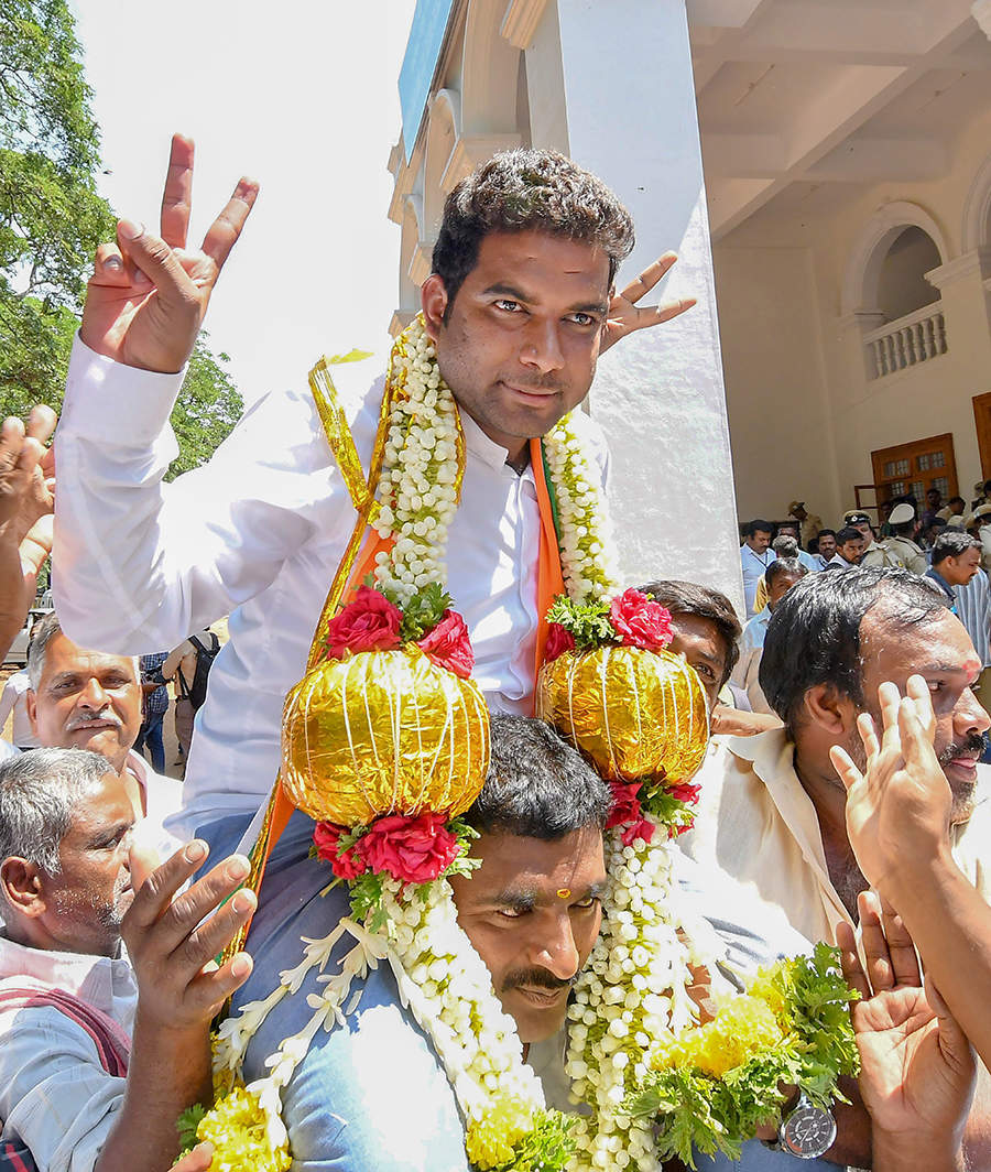 Governor Vajubhai Vala holds key to power in Karnataka
