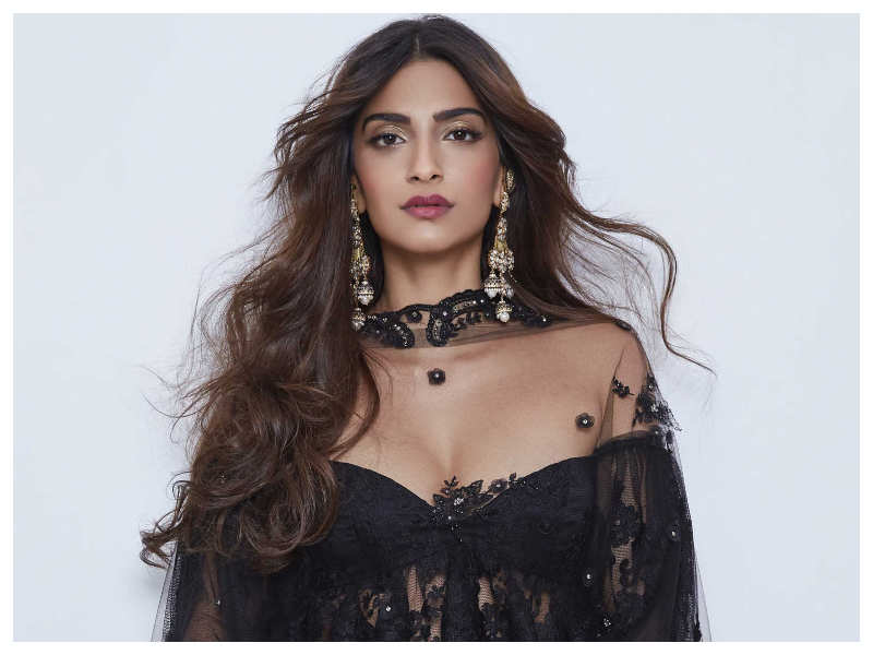 Download Actress Sonam Kapoor Photos: Sonam Kapoor: Interesting Facts About The Actress