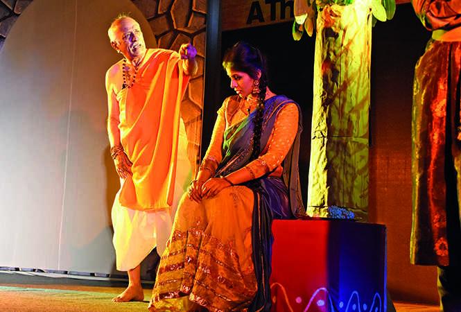 Vijay Prasad and Noor Beg in a scene from the play  (BCCL/ Farhan Ahmad Siddiqui)