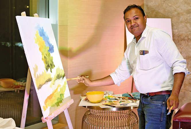 Santosh Kumar painted live at the event (BCCL/ Farhan Ahmad Siddiqui)