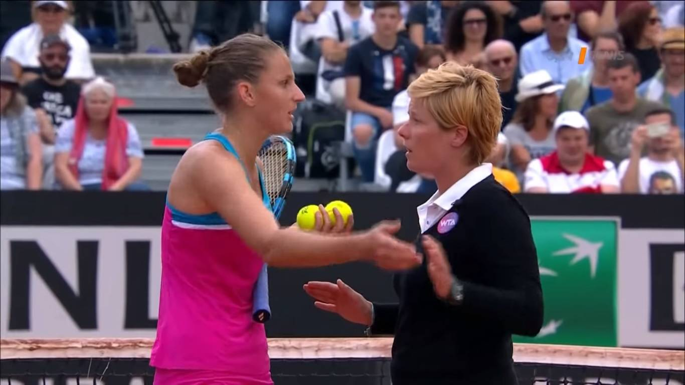 Pliskova smashes umpire's chair after losing Rome match