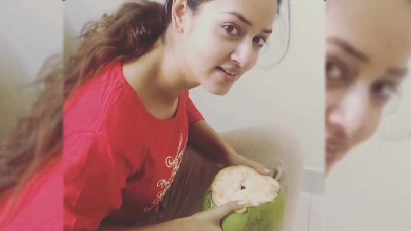 Kannada actress Shanvi Srivastava throws 'no straw challenge'