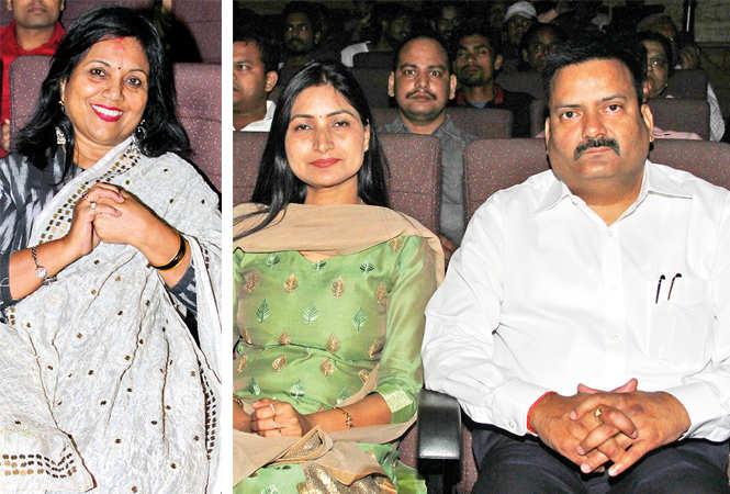 (L) Chitra Mohan (R) Reena and Mukesh Singh (BCCL/ Aditya Yadav)