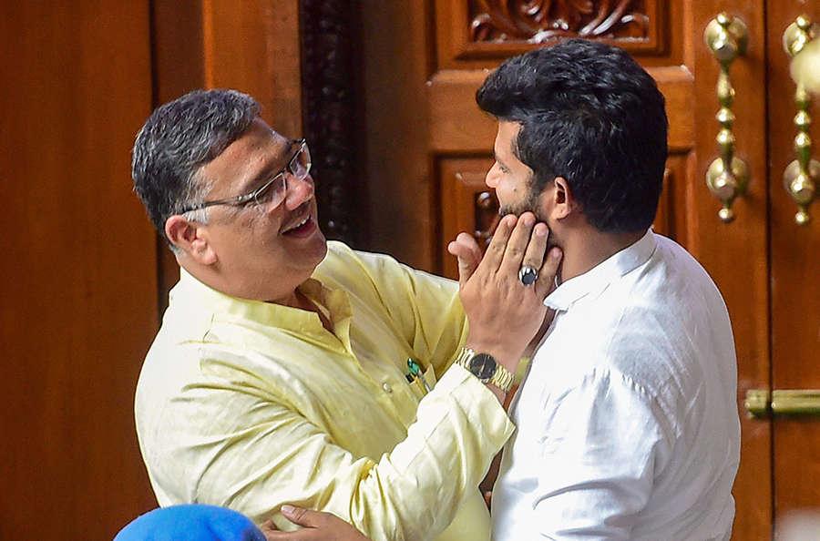 Congress, JD(S) celebrate as BSY resigns in Karnataka