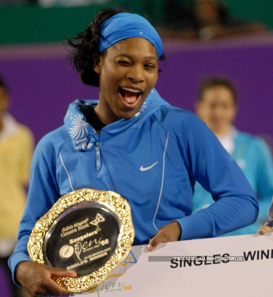 Roger Federer says Serena is the best tennis player of all time