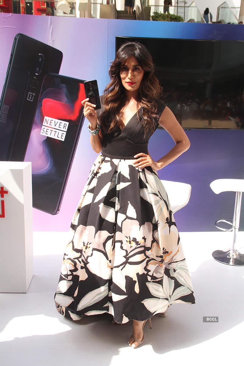 Chitrangada Singh unveils OnePlus 6 smartphones