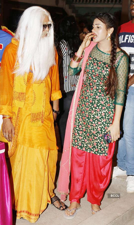 'Jijaji Chhat Per Hain' cast celebrates completion of 100 episodes