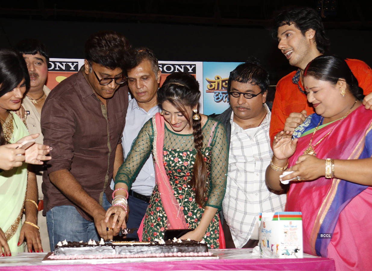 'Jijaji Chhat Per Hain' cast celebrates completion of 100 episodes