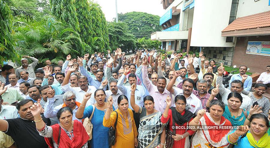 10 lakh banking employees go on strike