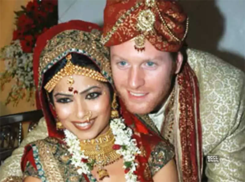 Pictures of five famous Bollywood actresses who married foreigners!