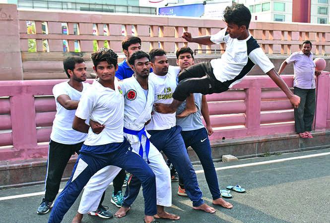 Members of a martial art group performing a stunt (BCCL/ Farhan Ahmad Siddiqui and Vishnu Jaiswal)