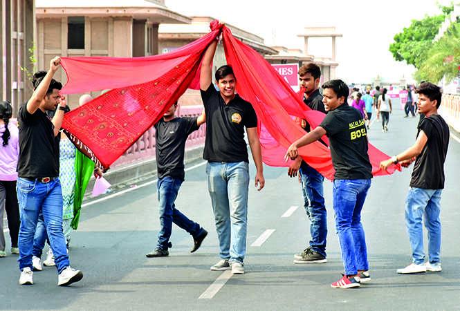 Natakbaaz group performing a street play on environmental issues at the event (BCCL/ Farhan Ahmad Siddiqui and Vishnu Jaiswal)
