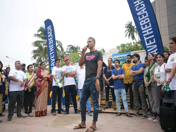 Indian-Supermodel-&-Actor-Milind-Soman-at-#SavetheBeach-Juhu-Clean-up-dr...